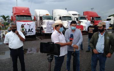 TRANSPORTISTAS DE LÁZARO CÁRDENAS SE MANIFIESTAN
